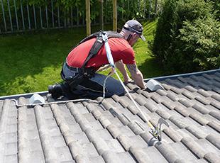 ABS Safety Sicherheitsdachhaken auf einem Steildach